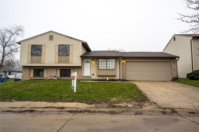4050 W Luxembourg Circle Indianapolis IN 46228 | MLS 21701378 | photo 1