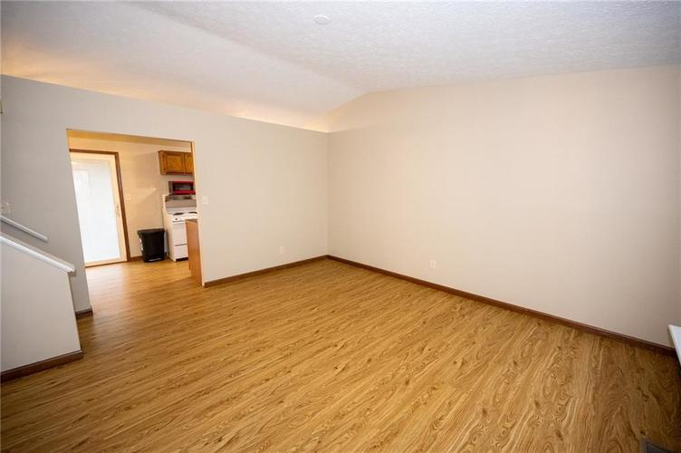 4050 W Luxembourg Circle Indianapolis IN 46228 | MLS 21701378 | photo 2