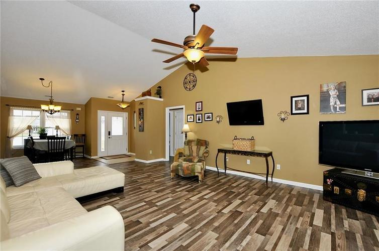 10540 Cress Court Noblesville, IN 46060 | MLS 21701430 | photo 2