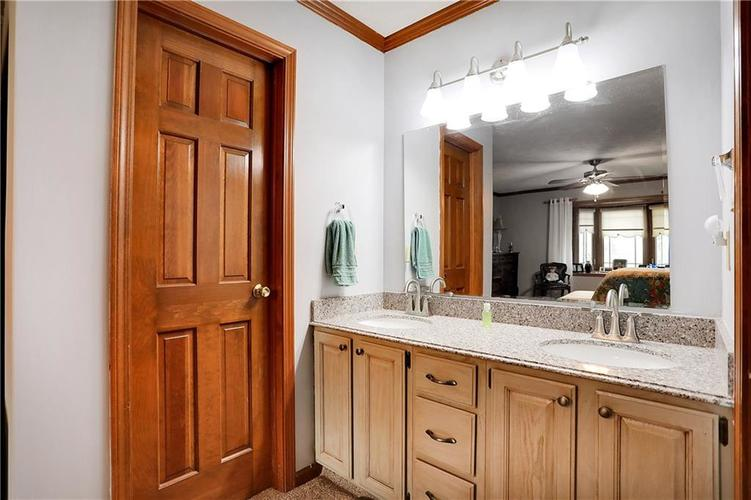 8610 SPEND A BUCK Drive Indianapolis, IN 46217 | MLS 21701560 | photo 13