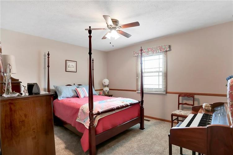 8610 SPEND A BUCK Drive Indianapolis, IN 46217 | MLS 21701560 | photo 15