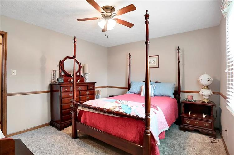 8610 SPEND A BUCK Drive Indianapolis, IN 46217 | MLS 21701560 | photo 16