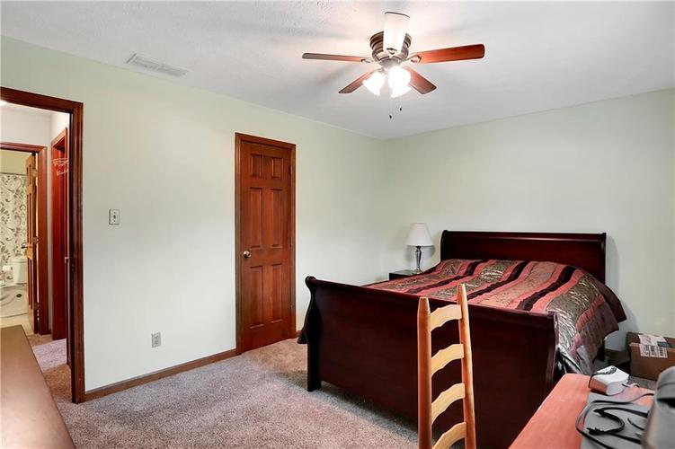 8610 SPEND A BUCK Drive Indianapolis, IN 46217 | MLS 21701560 | photo 18