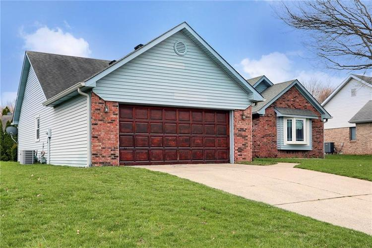 8610 SPEND A BUCK Drive Indianapolis, IN 46217 | MLS 21701560 | photo 2
