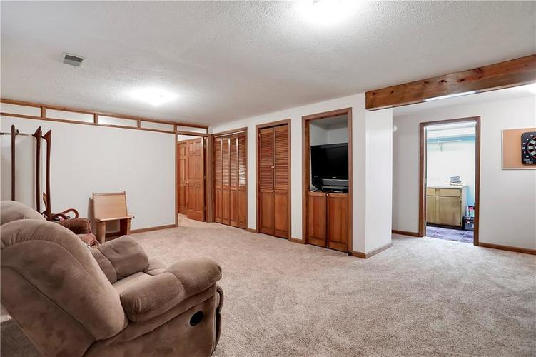 8610 SPEND A BUCK Drive Indianapolis, IN 46217 | MLS 21701560 | photo 22