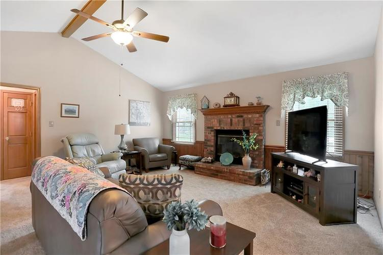 8610 SPEND A BUCK Drive Indianapolis, IN 46217 | MLS 21701560 | photo 4