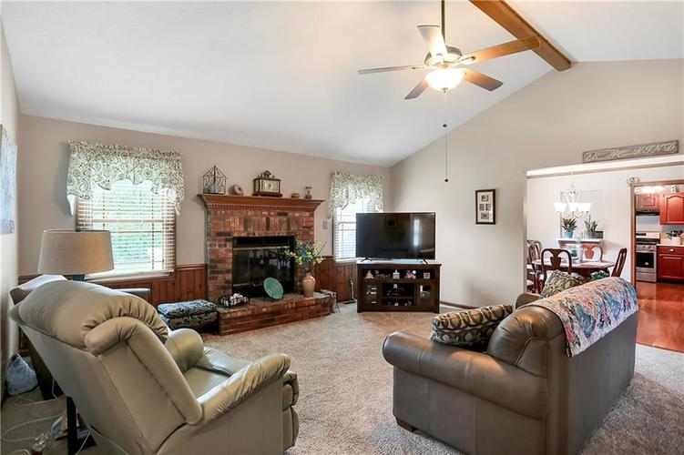 8610 SPEND A BUCK Drive Indianapolis, IN 46217 | MLS 21701560 | photo 6