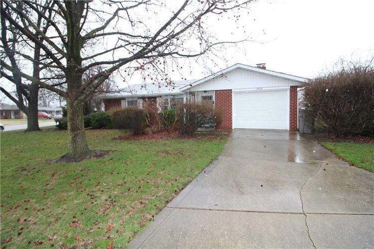 2824 Centre Parkway Indianapolis, IN 46203 | MLS 21701614 | photo 2