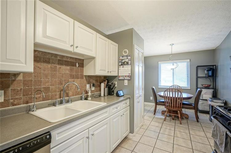 1511 Timber Village Drive Greenwood, IN 46142 | MLS 21701689 | photo 8