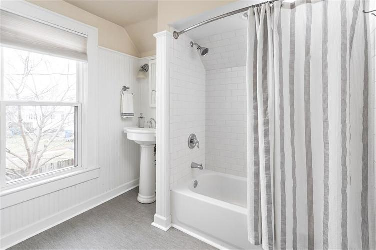 652 E 48TH Street Indianapolis, IN 46205 | MLS 21701827 | photo 15