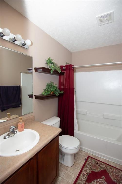 5232 BOMBAY Drive Indianapolis IN 46239 | MLS 21701830 | photo 17