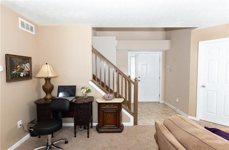 5232 BOMBAY Drive Indianapolis IN 46239 | MLS 21701830 | photo 2