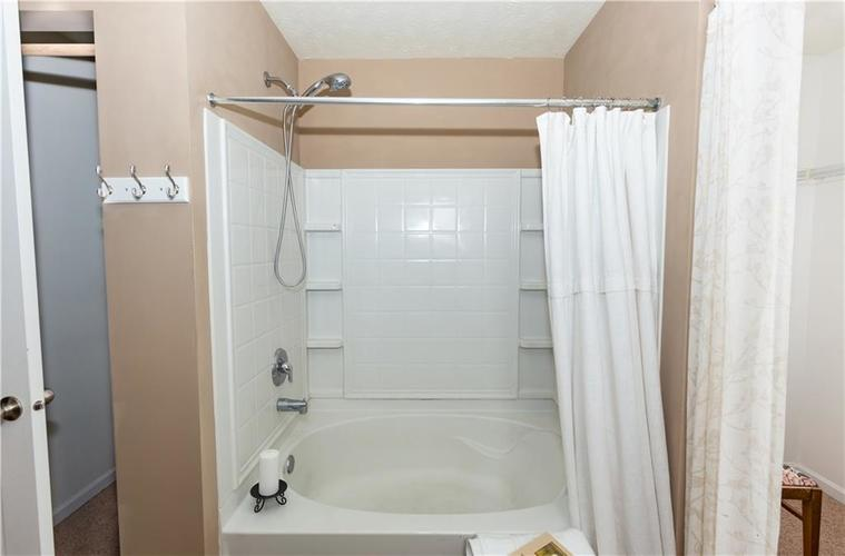 5232 BOMBAY Drive Indianapolis IN 46239 | MLS 21701830 | photo 25