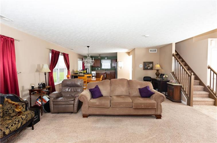 5232 BOMBAY Drive Indianapolis IN 46239 | MLS 21701830 | photo 5