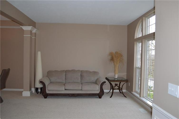 9844 Belcrest Lane Indianapolis, IN 46256 | MLS 21701957 | photo 11