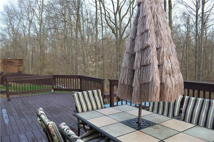 9844 Belcrest Lane Indianapolis, IN 46256 | MLS 21701957 | photo 30