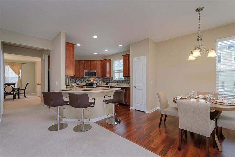 9506 Oakley Drive Indianapolis, IN 46260 | MLS 21702049 | photo 11