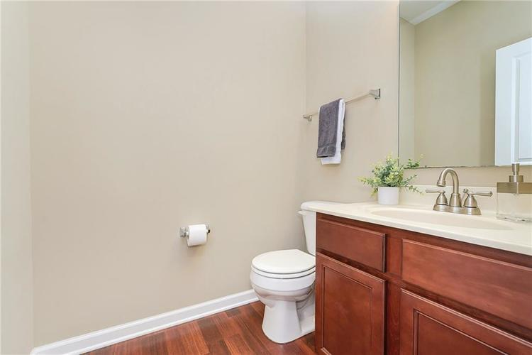 9506 Oakley Drive Indianapolis, IN 46260 | MLS 21702049 | photo 15