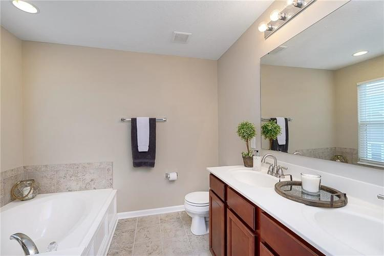 9506 Oakley Drive Indianapolis, IN 46260 | MLS 21702049 | photo 26