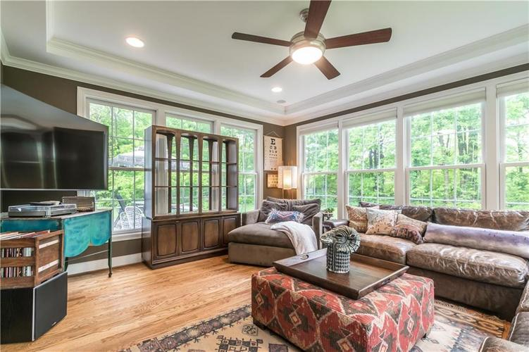 1050 E 77th Street Indianapolis IN 46240 | MLS 21702150 | photo 12