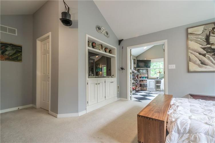 1050 E 77th Street Indianapolis IN 46240 | MLS 21702150 | photo 23