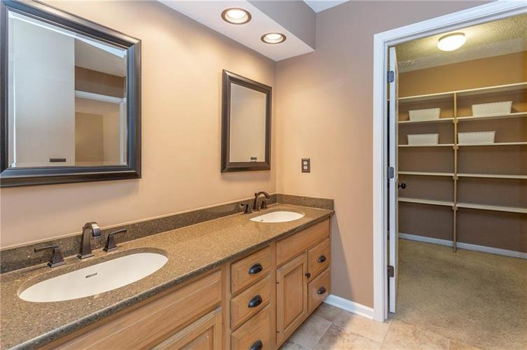4720 Oxford Place Carmel IN 46033 | MLS 21702368 | photo 14