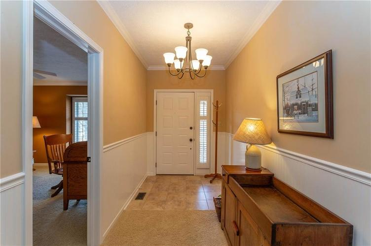 4720 Oxford Place Carmel IN 46033 | MLS 21702368 | photo 2