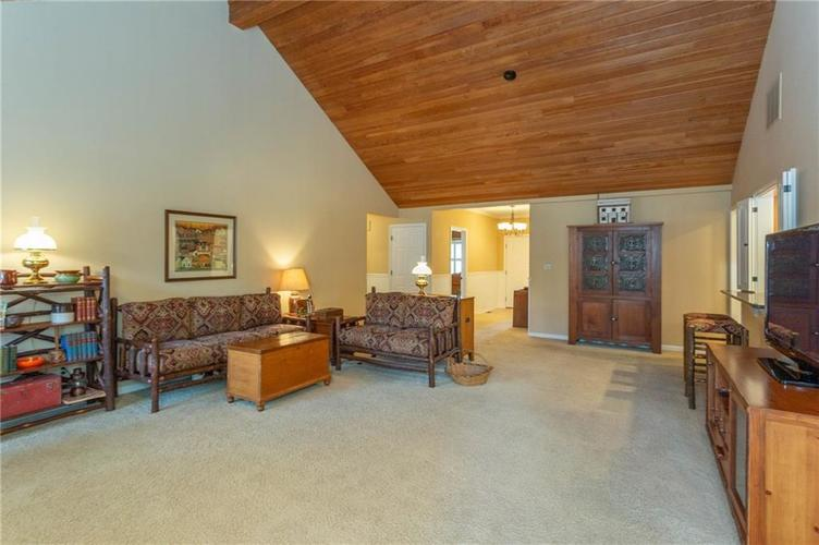 4720 Oxford Place Carmel IN 46033 | MLS 21702368 | photo 4