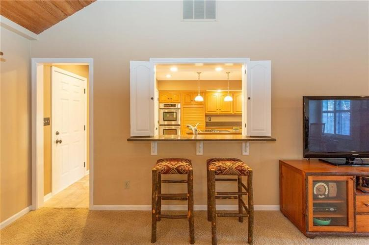 4720 Oxford Place Carmel IN 46033 | MLS 21702368 | photo 6