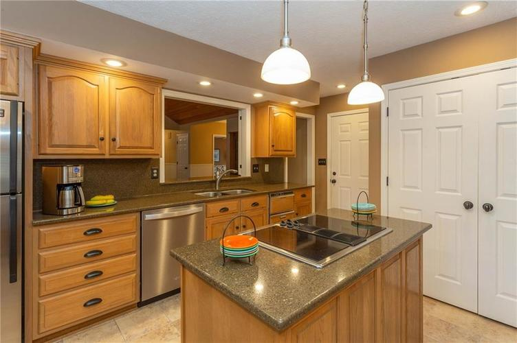 4720 Oxford Place Carmel IN 46033 | MLS 21702368 | photo 8