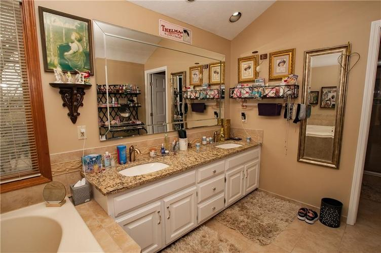 7375 Oakland Hills Court Indianapolis IN 46236 | MLS 21702402 | photo 27