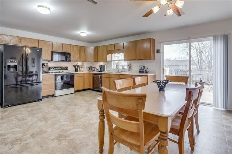 6424 Brooks Bend Boulevard Indianapolis, IN 46237 | MLS 21702411 | photo 13