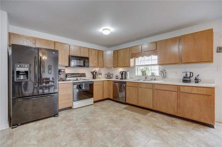 6424 Brooks Bend Boulevard Indianapolis, IN 46237 | MLS 21702411 | photo 14