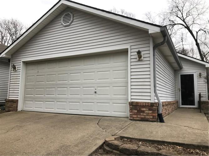 7705 Orchard Village Drive Indianapolis IN 46217 | MLS 21702451 | photo 1
