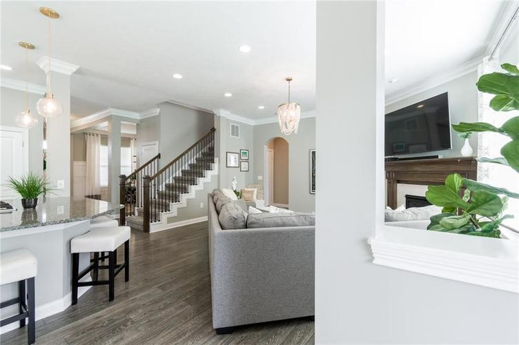 9213 BROOKSTONE Place Zionsville IN 46077   MLS 21703153   photo 16