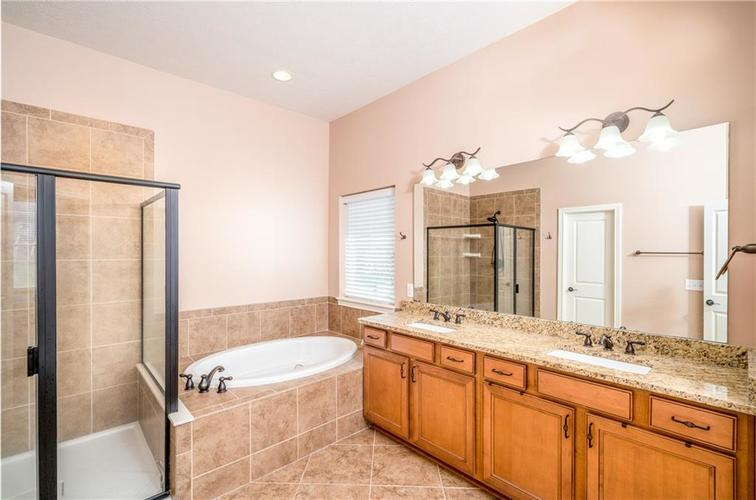 16765 MAINES VALLEY Drive Noblesville IN 46062 | MLS 21703377 | photo 17