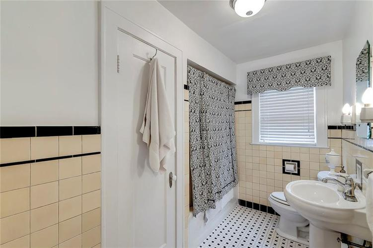 6026 HAVERFORD Avenue Indianapolis IN 46220 | MLS 21703398 | photo 25