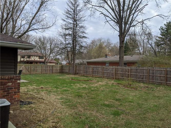 8249 Hoover Lane Indianapolis IN 46260 | MLS 21703513 | photo 15