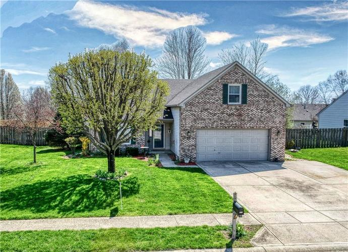 211 Oakview Drive Mooresville IN 46158   MLS 21703664   photo 1