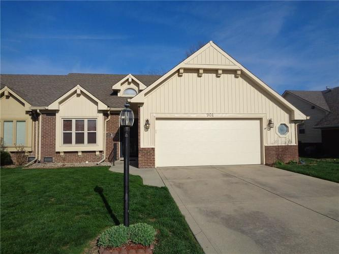 901 PEPPERMILL RUN Greenwood IN 46143 | MLS 21703861 | photo 1