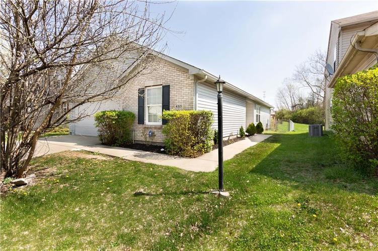 4321 VILLAGE TRACE Drive Indianapolis IN 46254   MLS 21704096   photo 1
