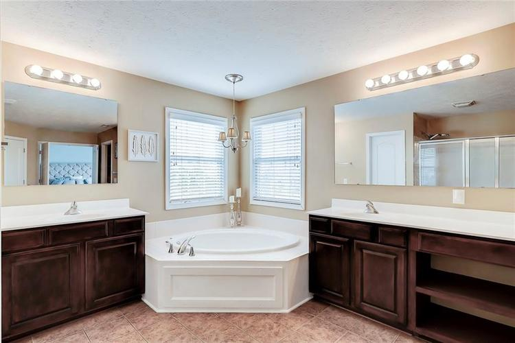 11819 Floral Hall Place Fishers IN 46037 | MLS 21704181 | photo 22
