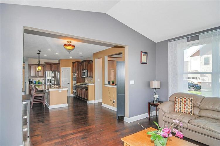 10249 NORMANDY Way Fishers IN 46040 | MLS 21704301 | photo 12