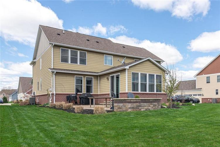 10249 NORMANDY Way Fishers IN 46040 | MLS 21704301 | photo 2