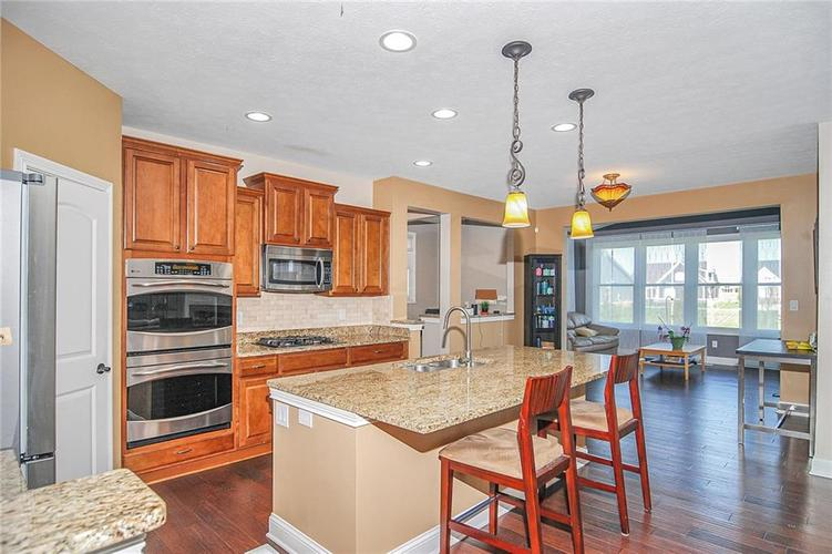 10249 NORMANDY Way Fishers IN 46040 | MLS 21704301 | photo 4