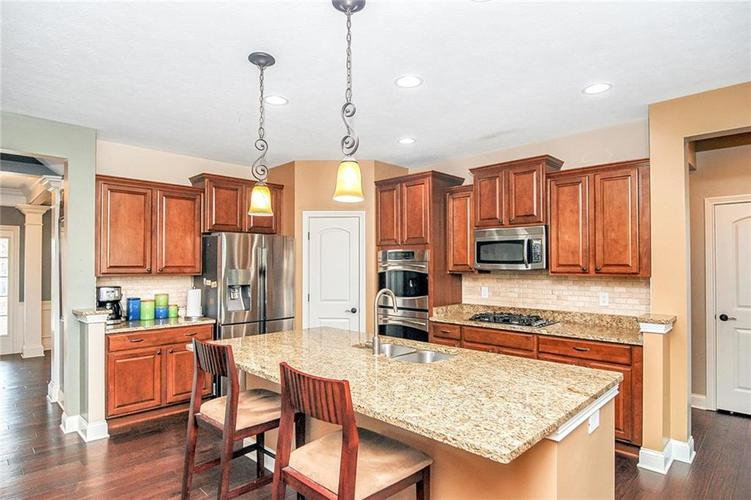 10249 NORMANDY Way Fishers IN 46040 | MLS 21704301 | photo 5