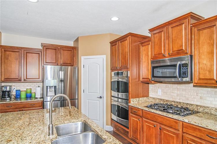 10249 NORMANDY Way Fishers IN 46040 | MLS 21704301 | photo 6