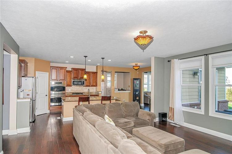 10249 NORMANDY Way Fishers IN 46040 | MLS 21704301 | photo 7