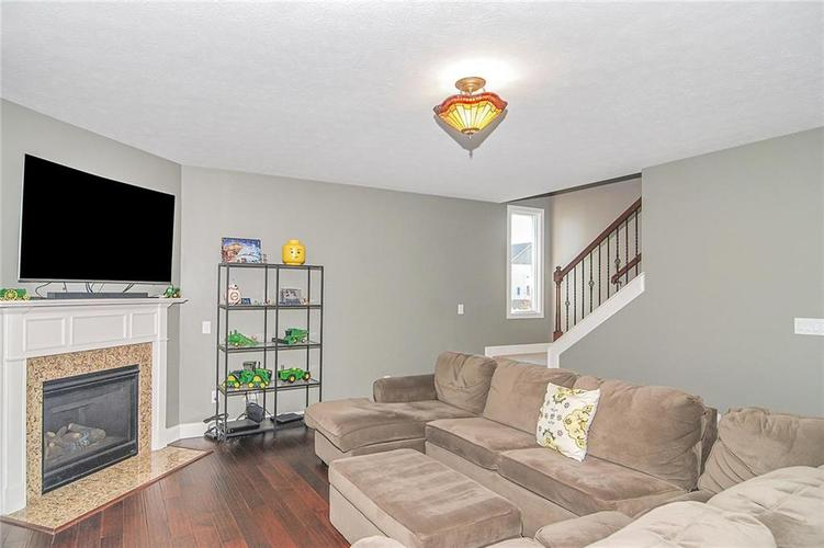 10249 NORMANDY Way Fishers IN 46040 | MLS 21704301 | photo 8