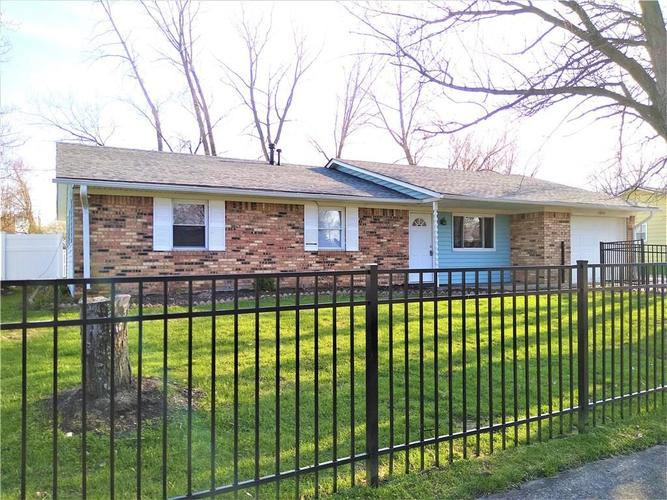 9825 E Stardust Drive Indianapolis IN 46229 | MLS 21704399 | photo 1